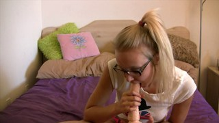 Teen Elle blowjob practice