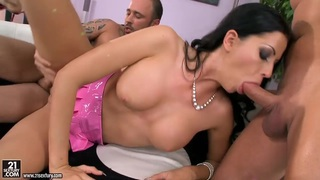 Larissa Dee works two cocks simultaneously