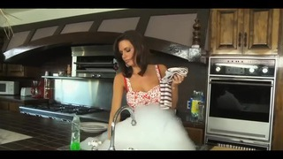 ENERGETIC MILF FUCKS IN THE KITCHEN!!!!