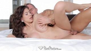 Latina MILF Heather Vahn gets fucked